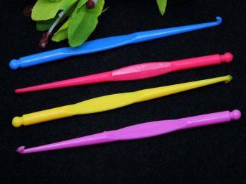 Крючок для для плетения резинок (пластик)