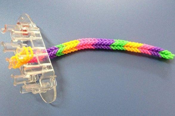Маленький станок для плетения резинок